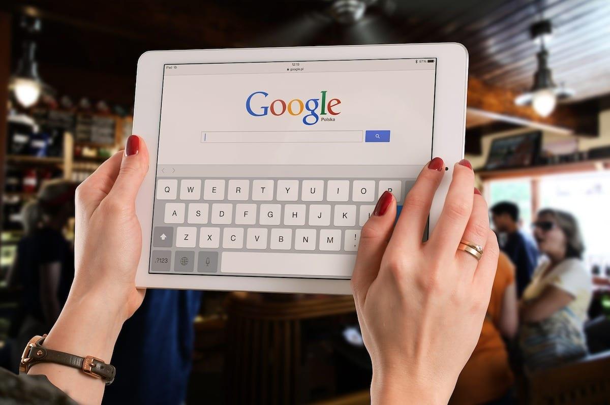 Google non molla e valuta Firework